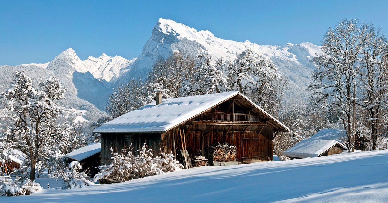 la cour residence vacances hiver samoens e1518432563612 - Le village